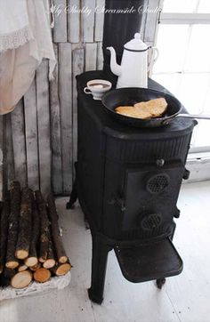 Larger flat top on woodburning stove for some mor. Larger flat top on woodburning stove for some morning yummy-bits… M… BEAUTIFUL! Larger flat top on woodburning stove for some morning yummy-bits… Mmm, feels like winter! Old Stove, Cast Iron Stove, Vintage Stoves, Antique Stove, Stove Fireplace, Wood Burner, Tiny Living, Sweet Home, Beach House