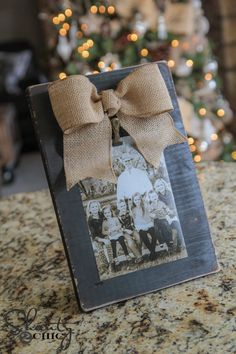 DIY Burlap Bow Photo Frame - Look how stinkin' cute this is! **how to make simple burlap bow Burlap Projects, Burlap Crafts, Burlap Bows, Craft Projects, Craft Ideas, Project Ideas, Picture Frame Crafts, Wood Picture Frames, Picture On Wood