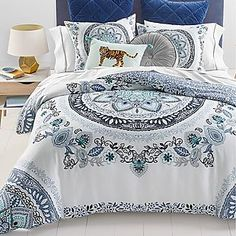 Martha Stewart Collection Traveler Medallion Full/Queen Comforter Set, Created for Macy's Bed & Bath - Comforters: Down & Alternative - Macy's Grey Comforter Sets, Twin Xl Comforter, Comforters Bed, Queen Bedding, King Bedding Sets, Martha Stewart, Dreams Beds, Kid Beds, Bedding Collections