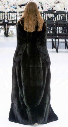 View the Christian Dior Fall 2014 Couture collection. Sable Fur Coat, Long Fur Coat, Fur Coats, Mink Fur, Christian Dior, Fabulous Furs, Fur Accessories, Vintage Coat, Fur Fashion