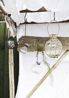 Hangvaasje helder glas van Madam Stoltz shop je online bij DEENS.NL. Bij DEENS.NL vind je de grootste collectie woonaccessoires uit Scandinavië