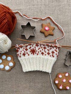 Piparisukka KAL Christmas Stockings, Christmas Ornaments, Knitting Socks, Holiday Decor, Crafts, Stocking Ideas, Nice Things, Chopsticks, Inside Shoes