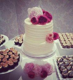 Elegant Simple Flower Cake