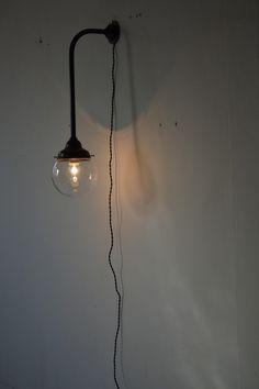 ブラケットライト 透明ガラス Interior Architecture, Wall Lights, Lighting, Furniture, Home Decor, Architecture Interior Design, Appliques, Decoration Home, Room Decor
