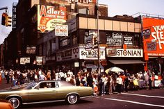 Lower Manhattan: 50 Vintage Photos Capturing Street Scenes Of Downtown New York Haunting Photos, Surreal Photos, Bizarre Pictures, Old Pictures, Downtown New York, New York City, Lower Manhattan, Photo Projects, New York Travel