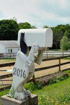 24 Animals Who Turned Into a Creatively Weird Mailboxes - I Can Has Cheezburger? Mailbox Makeover, Diy Mailbox, Mailbox Decals, Mailbox Post, Rural Mailbox Ideas, Vintage Mailbox, Funny Mailboxes, Unique Mailboxes, Painted Mailboxes