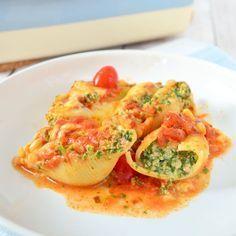 Deze pastaschelpen met ricotta zien er fantastisch uit, maar het kost maar weinig tijd en moeite. Prima gerecht om indruk mee te maken op je gasten.