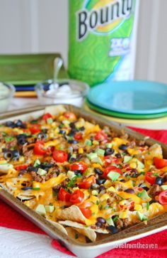 You can make easy and delicious NACHOS at home! Check out this recipe with step by step video to create nachos your friends and family will love! Beef Recipes, Vegetarian Recipes, Cooking Recipes, Hamburger Recipes, Healthy Recipes, Chicken Nachos Recipe, Turkey Nachos Recipe, Chicken Tacos, Gastronomia