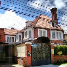 Teusaquillo. Bogotá Green Zone, The Neighbourhood, Mansions, House Styles, Colombia, Places, The Neighborhood, Manor Houses, Villas