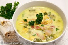ciorba-de-salata-cu-afumatura-si-omleta Romania Food, Soup Recipes, Cooking Recipes, Hungarian Recipes, Romanian Recipes, Cheeseburger Chowder, Stew, Bacon, Good Food