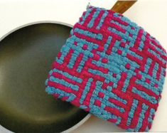 Potholder Loom, Potholder Patterns, Potholders, Weaving For Kids, Kitchen Mat, Cotton Tee, Knitted Hats, Beds, Weave