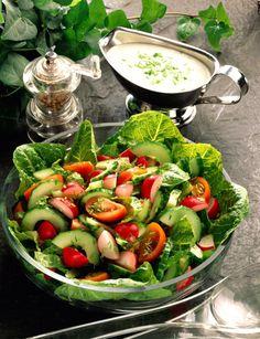Unser beliebtes Rezept für Gemischter Salat mit Joghurt-Schnittlauch-Dressing und mehr als 55.000 weitere kostenlose Rezepte auf LECKER.de.
