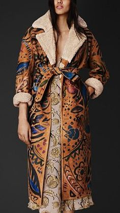 Discover the Burberry women's coat collection, in wool and double-faced cashmere to faux fur. Madrid, Cool Coats, Kendall Jenner Style, Kylie Jenner, Sheepskin Coat, Gucci, Moda Boho, Burberry Women, Instagram Outfits