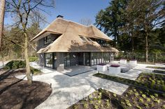 interior homes design Garden Architecture, Architecture Details, Different House Styles, Thatched Roof, Amazing Buildings, Mansions Homes, House Roof, Home Design Plans, Design Case
