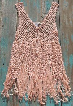 Urvanna Handmade realiza diseños en hilados nobles y exóticos. Combinamos la PASIÓN y la REVALORIZACION del tejido manual, recreando la vida en constante movimiento.Las 4 estaciones, todas y cada una ….tejidas a mano. Crochet Tank Tops, Crochet Blouse, Knit Crochet, Crochet Capas, Gypsy Cowgirl, Cowgirl Tuff, Crochet Woman, Crochet Videos, Vintage Crochet