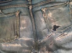 The backside of this Momotaro was in need of some serious repairs. Done by Atelier de Nîmes / Tenue de Nîmes Vintage Bags, Vintage Denim, Blue Jeans, Denim Jeans, Boro, Workwear, Denim Fashion, Fashion Addict, Art Inspo