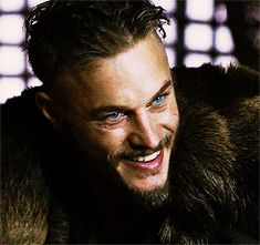 Vikings- Ragnar Lothbrok (Travis Fimmel) his eyes are amazing
