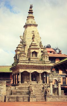 A stone hindu temple in the Newari town of Bhaktapur, Nepal. Indian Temple, Hindu Temple, Chris Ramsey, Temple Drawing, Swami Samarth, Asia, Shiva Wallpaper, Tourist Sites, Anatomy Drawing