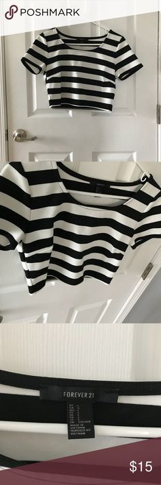Forever 21 striped crop top Excellent condition  Loose fitting Forever 21 Tops Crop Tops