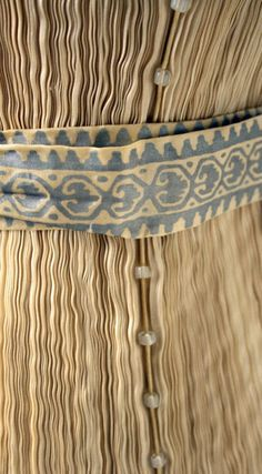 Detail, Mariano Fortuny silk pleated Delphos gown with belt Belle Epoque, Vintage Outfits, Vintage Fashion, Vintage Couture, Timeless Fashion, Vintage Dresses, Spanish Fashion, Textile Texture, Bracelet Cuir