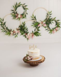 New baby girl cake smash ideas 15 Ideas Baby Cake Smash, 1st Birthday Cake Smash, Baby Girl Cakes, Baby Girl 1st Birthday, Birthday Cake Toppers, First Birthday Crown, Birthday Cake With Flowers, Cake Flowers, Flower Birthday