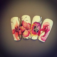 Quelques fleurs en aquarelle. #brillbird #nailart #nails #ongles #naildesign #aquarelle #fleurs #hibiscus #lys #iris #pensee #nailsalon