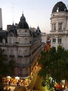 I'm am absolutely dying to go to Buenos Aires. One day soon I hope...  Saiba mais em: http://globolivros.globo.com/livros/lonely-planet-buenos-aires