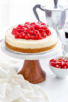 Instant Pot Cheesecake – My Baking Addiction Instant Pot Cheesecake couldn't be easier or more delicious. Serve it up with pie filling, fresh fruit, or chocolate ganache for the perfect dessert. Cheesecake Recipes, Dessert Recipes, Instapot Cheesecake, Top Recipes, Recipies, Oreo Cheesecake, Sopapilla Cheesecake, Instant Pot Pressure Cooker, Pressure Cooking