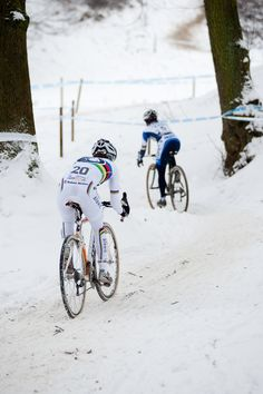 This is cyclocross folks, a year round sport. The most challenging kind of bike racing and it is a world wide thing Cycling Girls, Cycling Art, Road Cycling, Alpe D Huez, Winter Cycling, Bike Photography, Road Bike Women, Bicycle Race, Bike Seat