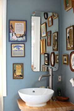 so obsessed with dear golden vintage's bathroom!