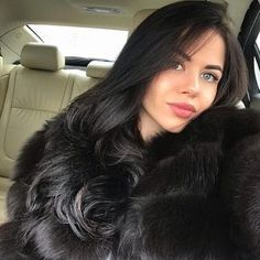 Big Curls For Long Hair, Super Long Hair, Black Fur Coat, Furry Girls, Fox Fur Coat, Gorgeous Women, Beautiful, Swag Outfits, Fur Fashion