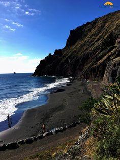 Der Playa Las Gaviotas ist ein kleiner, naturbelassener Strand im Norden von Teneriffas Hauptstadt Santa Cruz.