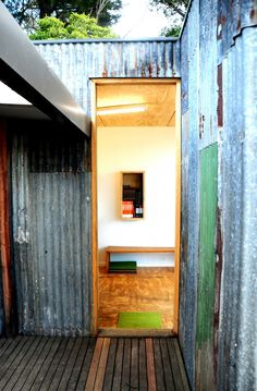 Recycled roofing cladding/ply interior The Studio / Branch Studio Architects