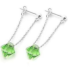 Unseen green bicones and silver chain earrings. Crystal Jewelry, Wire Jewelry, Jewelry Crafts, Beaded Jewelry, Earrings Handmade, Handmade Jewelry, Jewelry Accessories, Jewelry Design, Do It Yourself Jewelry
