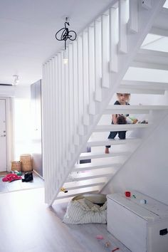 Hejdå spaljé, hej trappräcke! Small Staircase, Attic Spaces, Home Fashion, New Homes, House Ideas, Stairs, Indoor, House Styles, Home Decor
