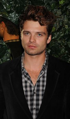 Don't you hate it when you are watching TV and the whole time all you are focusing on is where else you saw this actor... Yeah thanks #gossipgirl #onceuponatime Sebastian Stan is so hot!