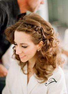 Elizabeth Messina, coiffure mariée, bride, mariage, wedding, hair, hairstyle, braid, updo, chignon, tresse, couronne fleurs, headband