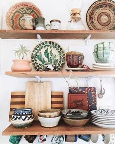 Ensemble de céramiques dépareillées #kitcheninteriordesignbohemian