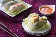 Rice Paper Rolls with Red Curry Sauce. These are ridiculously good. Chaelim is obsessed with the sauce and eats it with his sushi (? I like making the rolls with baked tofu and a simple soy/ginger sauce. So fresh and delicious! Raw Food Recipes, Veggie Recipes, Asian Recipes, Vegetarian Recipes, Healthy Recipes, Healthy Food, Quesadillas, Vegan Appetizers, Appetizer Recipes