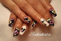 Flover black and white nail