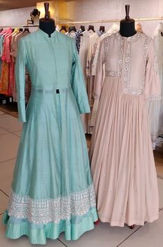 Indian Wedding Gowns, Indian Bridal Lehenga, Indian Gowns, Lehenga Style, Red Lehenga, Lehenga Choli, Cape Lehenga, Pakistani Fashion Casual, Pakistani Dress Design