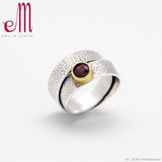 EMILIA GóRNA - Srebrny pierścionek z granatem IV