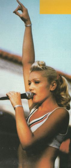 Gwen stefani love her here when she was more ska and punk just me гвен стеф Gwen Stefani 90s, Gwen Stefani No Doubt, Gwen Stefani Style, Beautiful People, Beautiful Women, Idole, Celebs, Celebrities, Queen