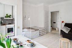 Компактное расположение мебели в небольшой квартире