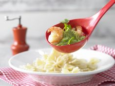 Avocado-Koriander-Sauce - mit gebratenen Garnelen - smarter - Kalorien: 423 Kcal - Zeit: 20 Min. | eatsmarter.de Eine Sauce mit Avocado und Koriander verleiht Pasta eine besondere Note.