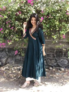 A mix of pleasant aesthetics and everyday comfort, this simplistic, easy breezy kurta is a must have for your daily wear ward robe. Salwar Designs, Silk Kurti Designs, Simple Kurta Designs, Kurta Designs Women, Kurti Designs Party Wear, Blouse Designs, Lehenga Designs, Casual Indian Fashion, Indian Fashion Dresses