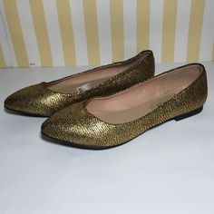 Gold flats by Kenneth Cole #18 Super cute versatile flats Kenneth Cole Reaction Shoes Flats & Loafers