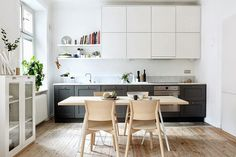 These Unusual Kitchens Have One Really Good Thing Going For Them - Smart Small Spaces: The One Wall Kitchen Layout One Wall Kitchen, New Kitchen, Kitchen Interior, Kitchen Dining, Kitchen Ideas, Apartment Kitchen, Dining Room, Shaker Kitchen, Kitchen Small
