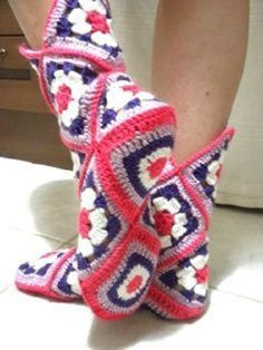 Diy Crafts - Transcendent Crochet a Solid Granny Square Ideas. Inconceivable Crochet a Solid Granny Square Ideas. Crochet Slipper Boots, Crochet Slipper Pattern, Granny Square Crochet Pattern, Knitted Slippers, Crochet Granny, Crochet Shawl, Easy Crochet, Crochet Stitches, Granny Square Slippers
