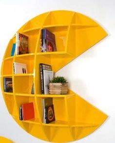 Tambien mi estanteria es muy moderna y simpática. La estanteria es bastante grande, amarilla y tiene la forma de pacman.  Federico.